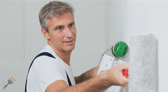 Muren laten sauzen door binnenschilder in Vriezenveen